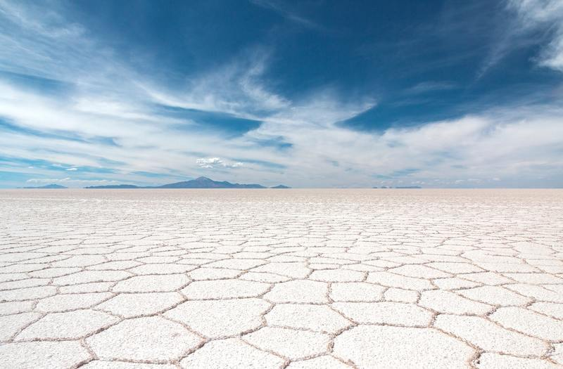 ウユニ塩湖の乾季の絶景